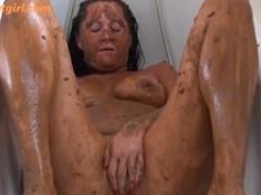 Cenas de sexo bizarro com merda e vomitos